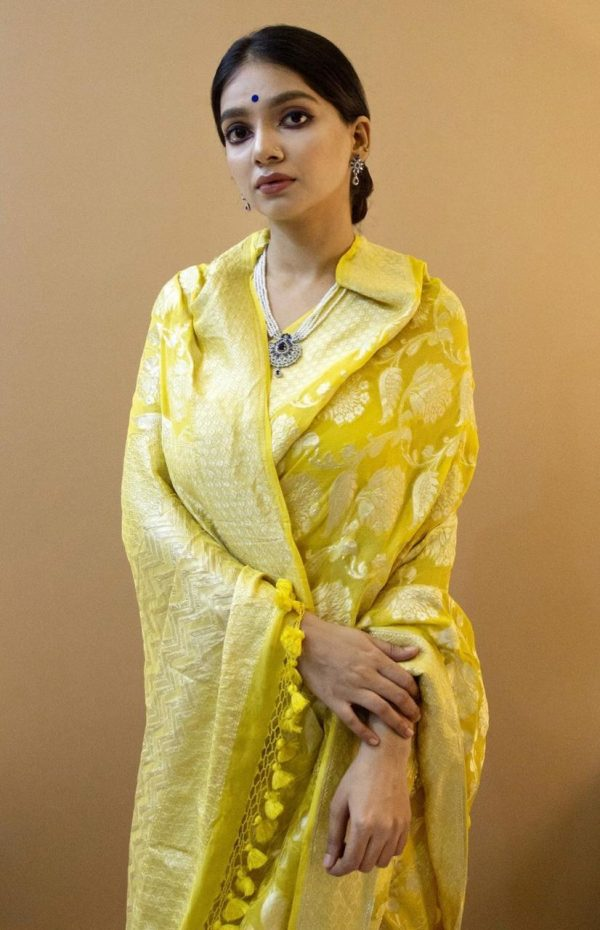Soft Crepe silk with weaving Silver Jari and Rich Pallu